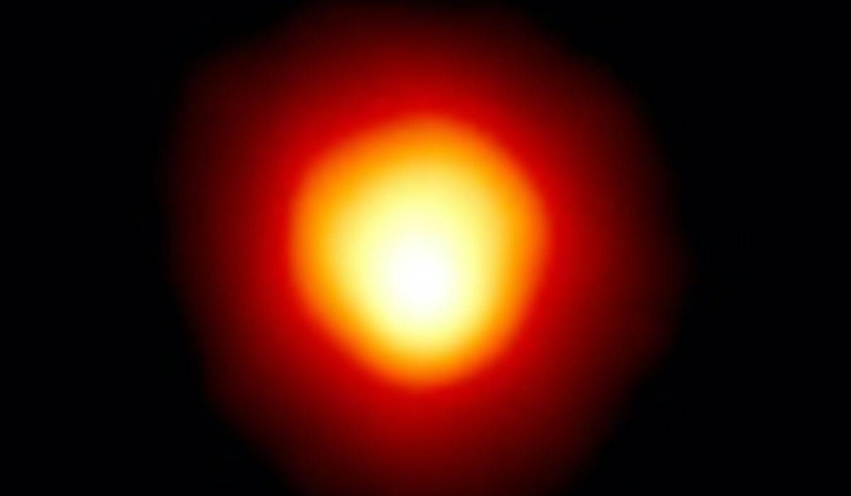 Betelgeuse är en av stjärnhimlens starkast lysande stjärnor och har länge fascinerat forskare.