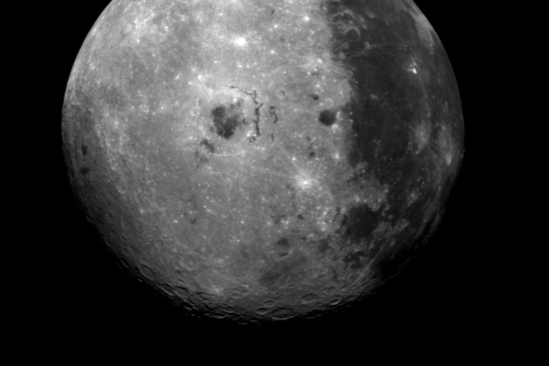 Första landningen på månens baksida – svenskt instrument ombord