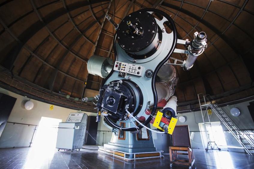 Bild: Det stora teleskop som finns på Stockholms observatorium i Saltsjöbaden.