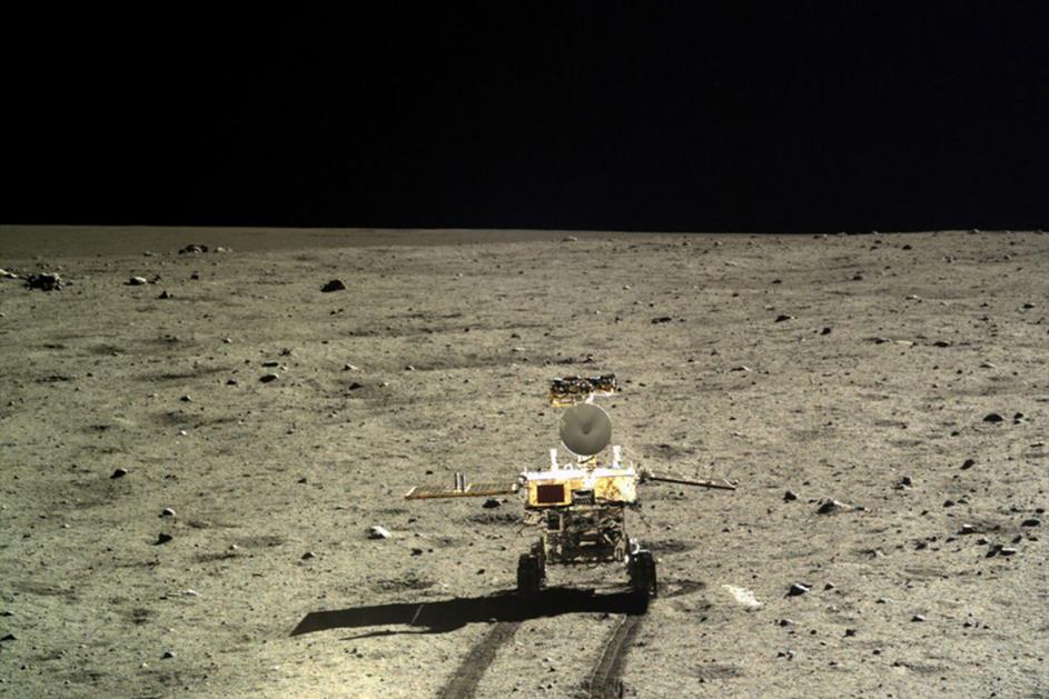 Månbilen Yutu-2 har upptäckt en mystisk substans