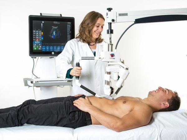 Ultraljudsundersökningar som utvecklats för astronauter i rymden testas nu på sjukhus på jorden.