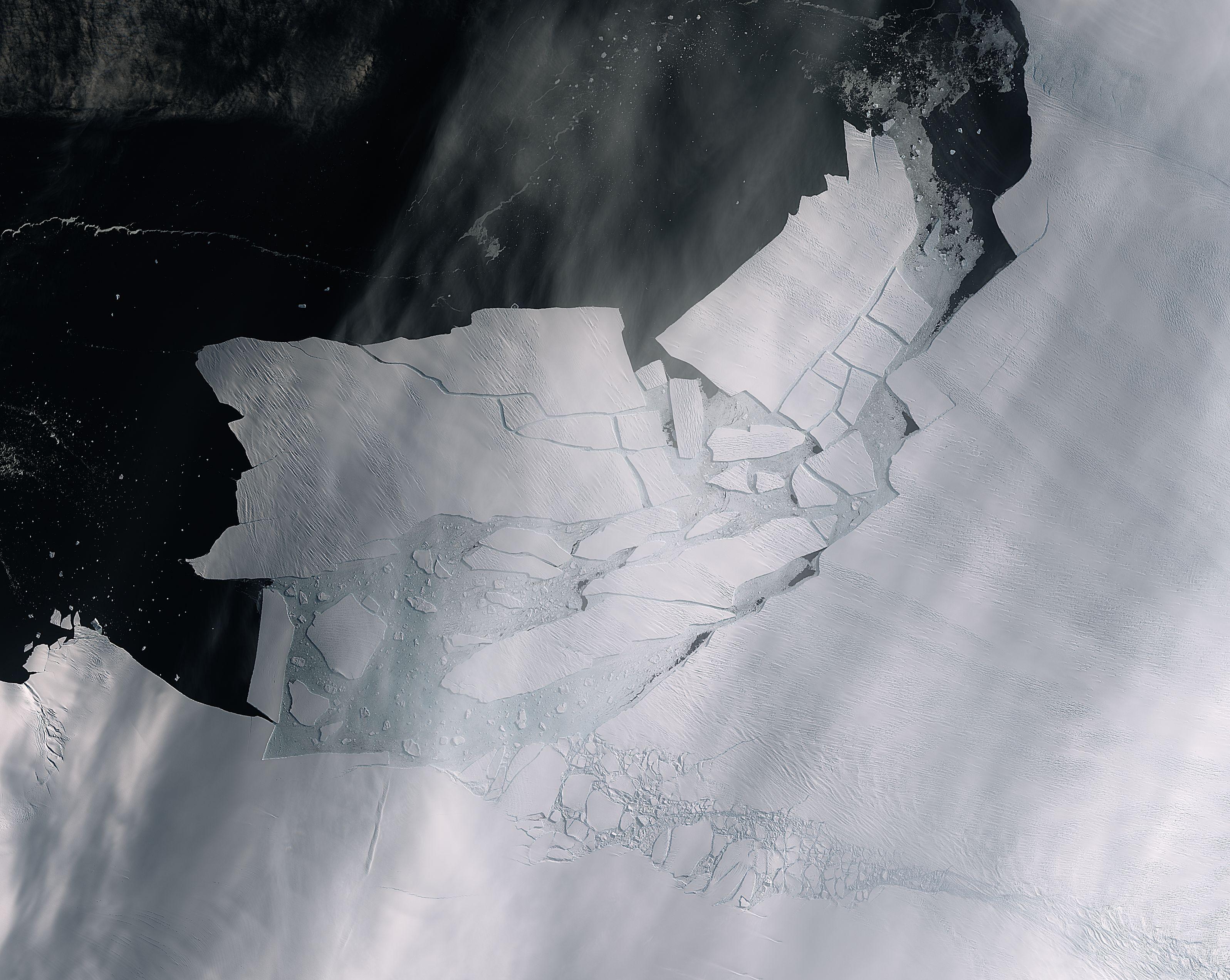 Gigantiskt isblock lossnade - fångat på bild från rymden