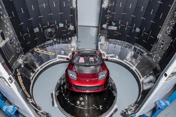Varför ska SpaceX skicka ut en bil i rymden?
