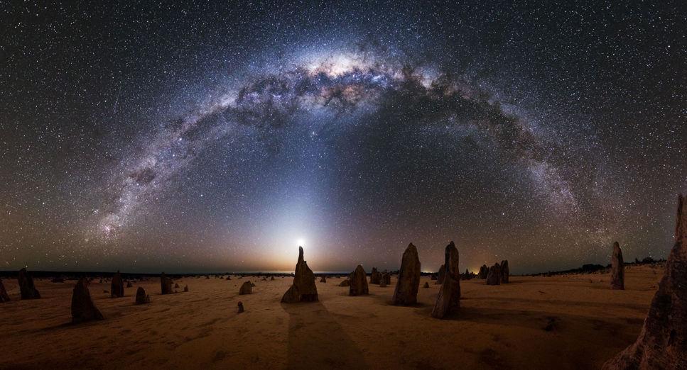 Vintergatan sedd från nationalparken Pinnacles i Australien