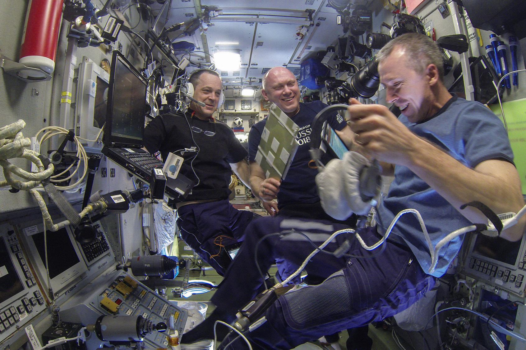 Astronauter från rymdstationen landar på jorden