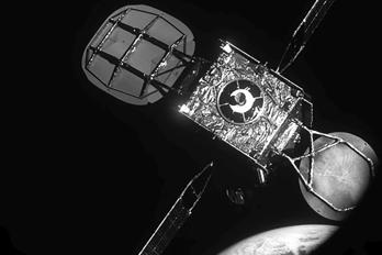 En satellit återupplivar en annan - Nytt sätt att minska rymdskrot