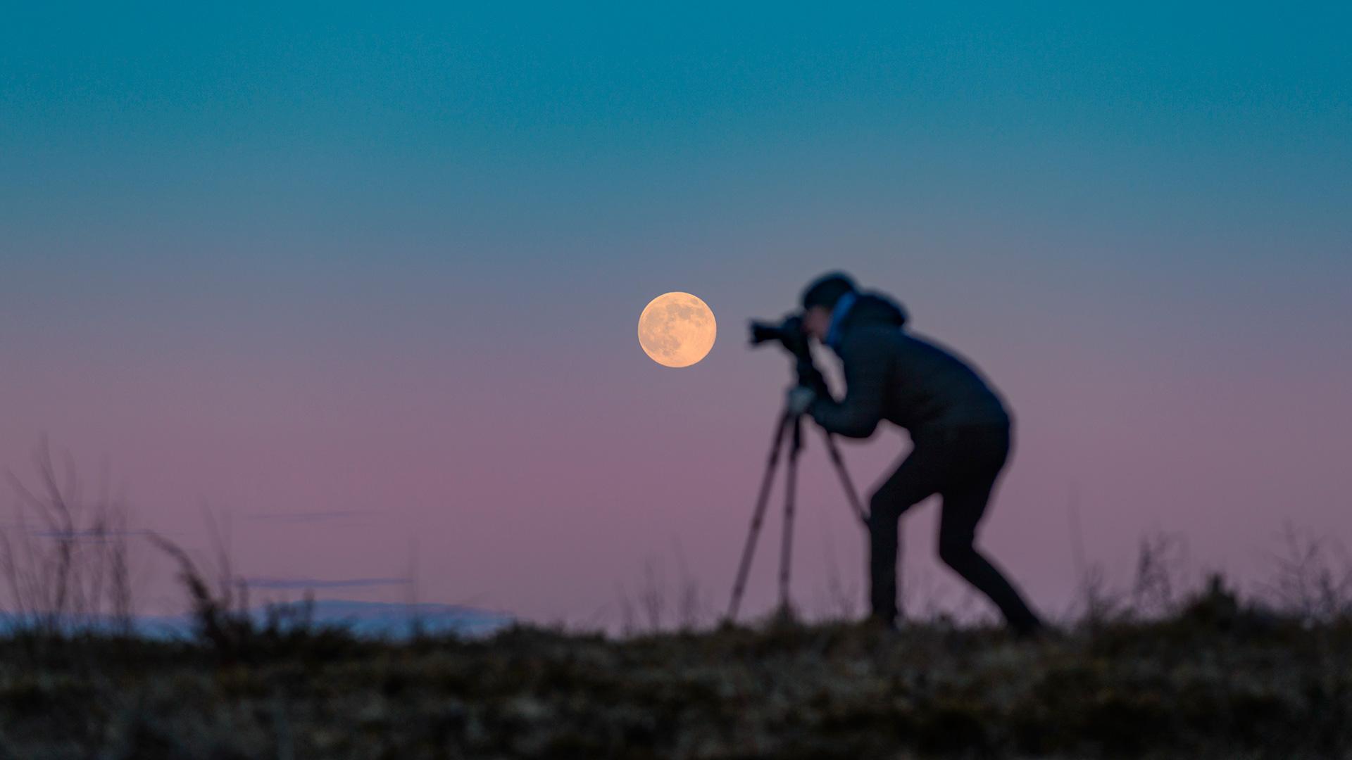 Göran tar kort på månen
