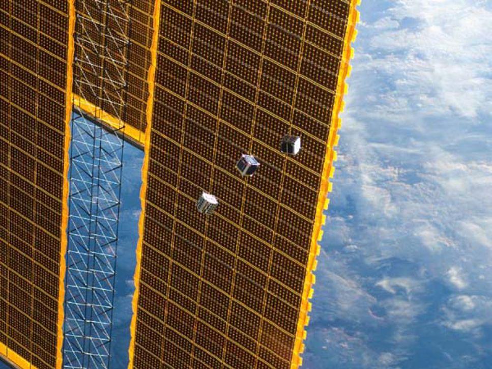 TechEdSat är den första av de tre satelliterna som lämnar ISS. Bilden togs av besättningen på ISS.
