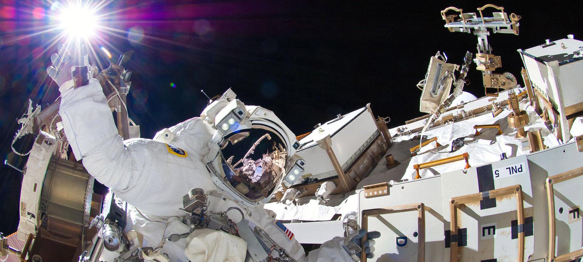 Astronaut Sunita Williams, Expedition 32, utanför rymdstationen.