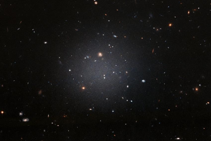 Galax som nästan saknar mörk materia hittad