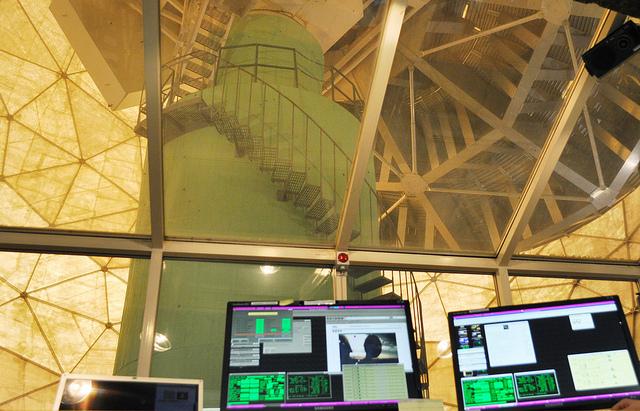 Rymdforskare tittar på komet från köpcentrum i Göteborg