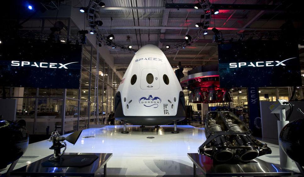 SpaceX nya rymdfärja Dragon V2 visades nyligen upp för första gången.