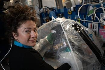 Jessica Meir forskar på hjärtvävnad i rymden