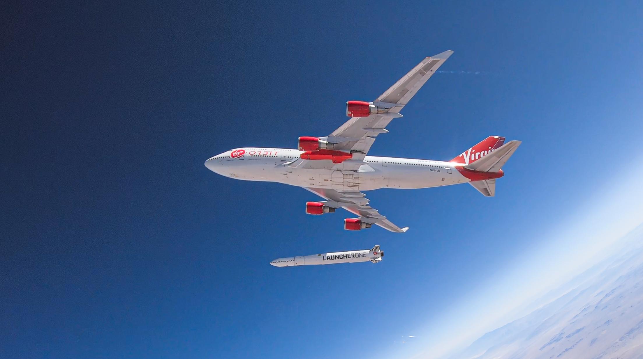 Boeing 747 med raket