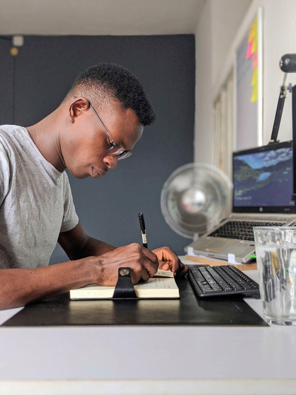 Student som arbetar