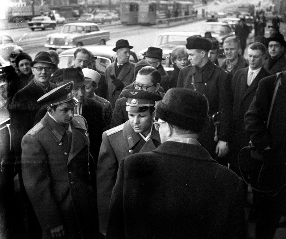 Den sovjetiske kosmonauten Jurij Gagarin på besök i Stockholm år 1964.
