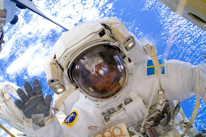 Bild på Christer i rymddräkt